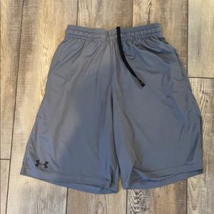 Men's Under Armour loose fit workout shorts // SM